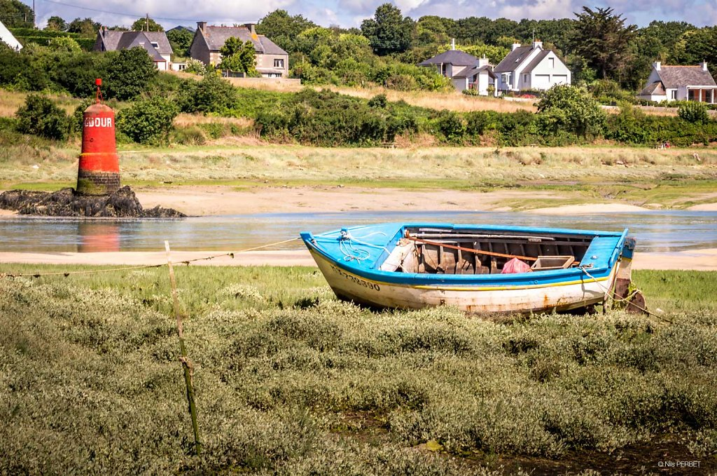 Boat waiting for the tide